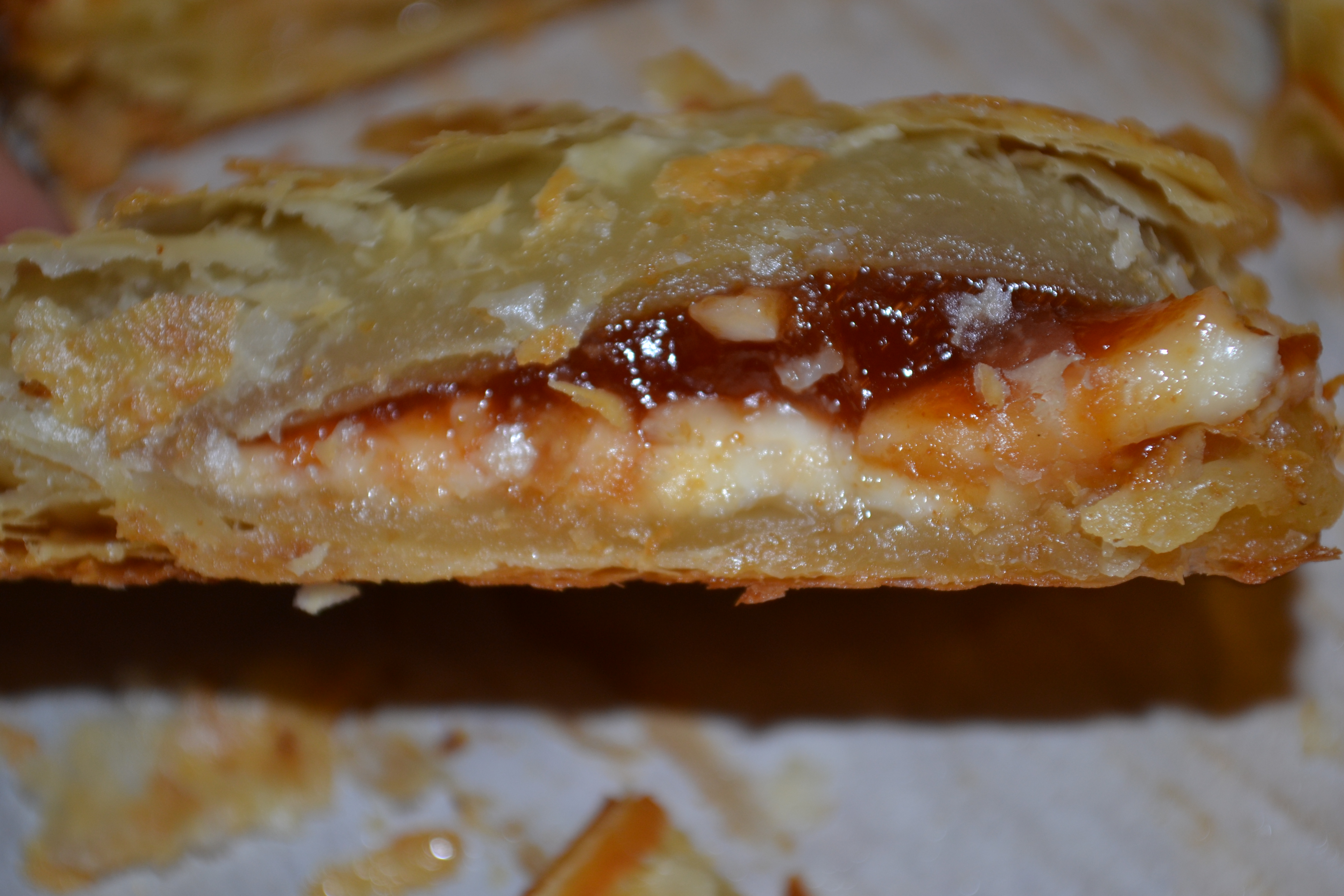 Pastelitos De Guayaba Y Queso (Guava and Cheese Puff Pastries ...